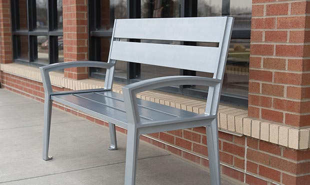 All aluminum Everett bench with back