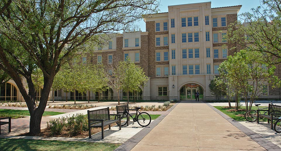 Reading Benches with Back on a university quadrangle